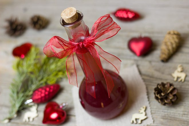 Store vinegars for gift giving in a non-metal container. Vinegars can rust metal containers.