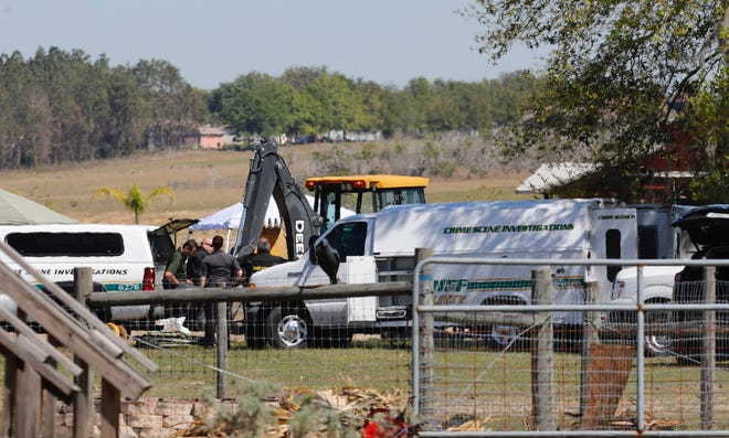 Lake County sheriff's deputies search the Clermont property In 2018 of Michael Shaver, 35, who had been missing since 2015. [Bob Snow/Correspondent]
