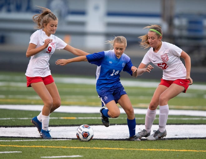 Chippewa's Annie Henegar (center) tries to split Norwayne's Leah Rufener (left) and Lily Rieman (right).