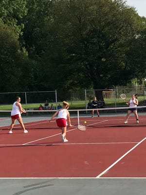 The Marion Harding tandem of Taryn Simmers and Ryleigh Tillman won the Mid Ohio Athletic Conference girls tennis first doubles championship and the duo won the Marion Star Best of the Week Performer Poll for their effort.
