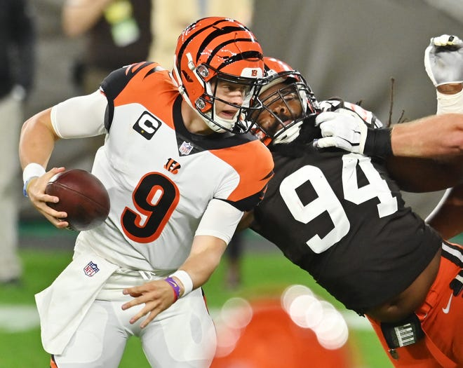 Cleveland Browns defensive end Adrian Clayborn (94) sacks Cincinnati Bengals quarterback Joe Burrow.