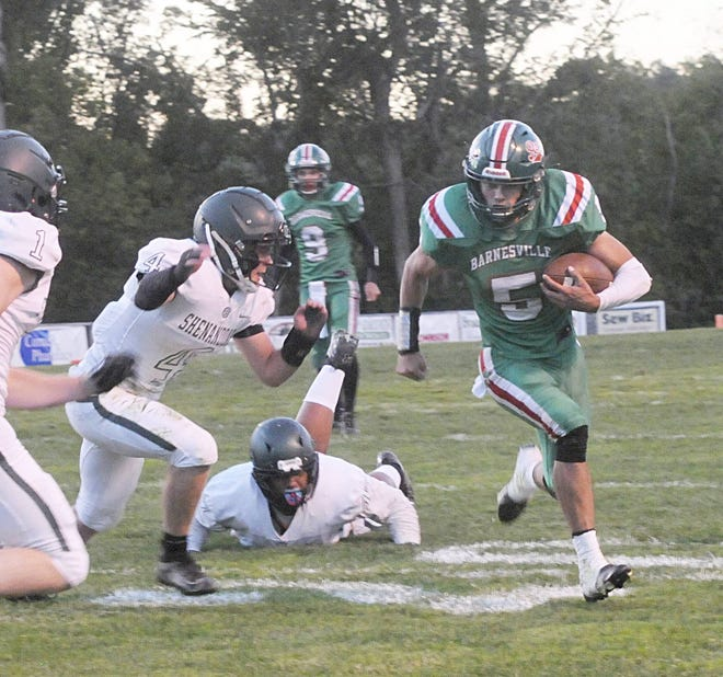 Barnesville's Cameron Woods (5) breaks away from a pair of Shenandoah defenders during Friday night's tussle in Barnesville.