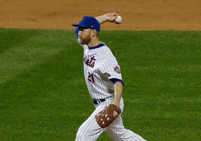 New York Mets third baseman Todd Frazier (21) pitches against the Atlanta Braves during the ninth inning at Citi Field on Sept. 18.