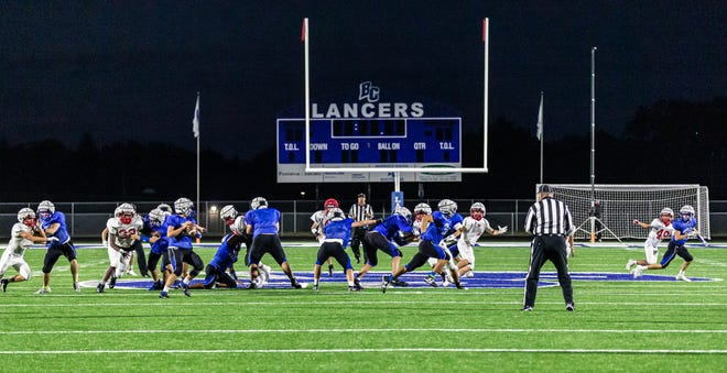 Brookfield Central runs a play against Arrowhead during a scrimmage at Brookfield on Friday, September 18, 2020.