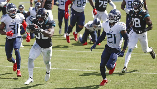 Jaguars running back James Robinson (30) scores on a 17-yard run against the Tennessee Titans in the third quarter.