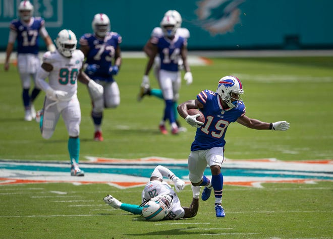 Dolphins strong safety Bobby McCain (28) is left in the dust by Buffalo Bills wide receiver Isaiah McKenzie (19) on a long pass completion at Hard Rock Stadium on Sunday.