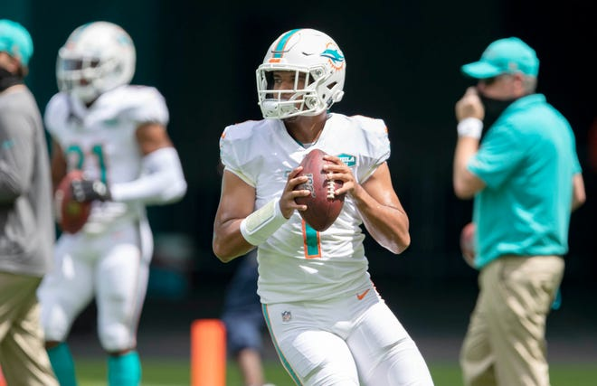 Dolphins quarterback Tua Tagovailoa, shown during pregame warmups before Miami hosted the Buffalo Bills in September, will become the first left-handed quarterback to start in the NFL since January 2016.