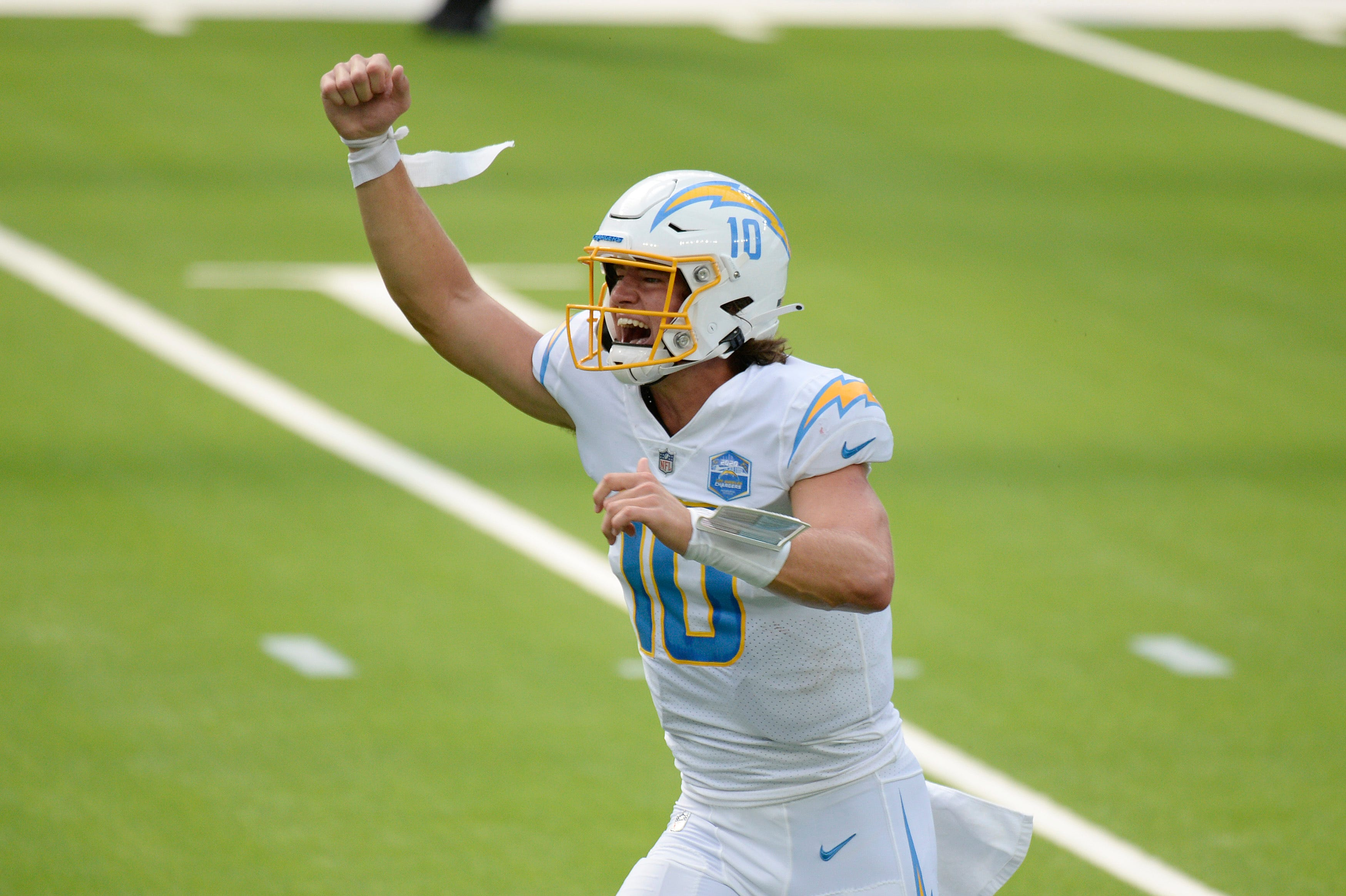 Ex Oregon Qb Herbert Makes First Start For Chargers In Loss To Chiefs