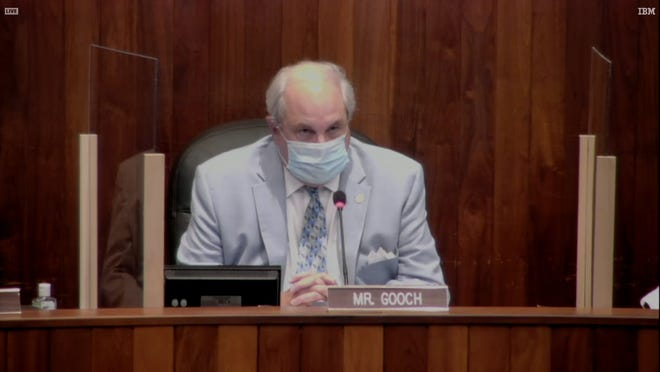 Oak Ridge Mayor Warren Gooch wearing a mask at an Oak Ridge City Council meeting.