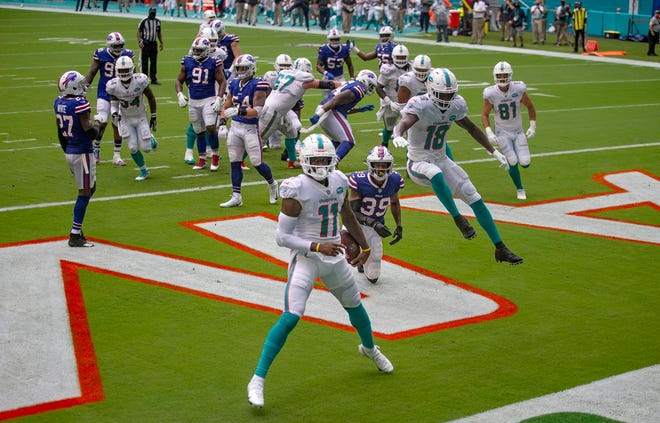 Dolphins receiver DeVante Parker caught a 2-yard TD pass against the Bills. Cornerback Levi Wallace looks on.