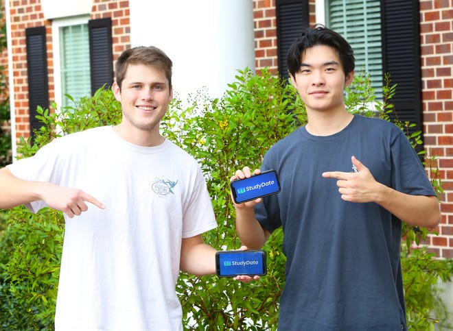 Josh Ryals, 21, left, and Wuseok Jung, 19, who are both University of Florida students, have developed an app called StudyDate. The app, which is mostly geared to students working online, connects people who are looking for someone to study with but are separated from classmates.
