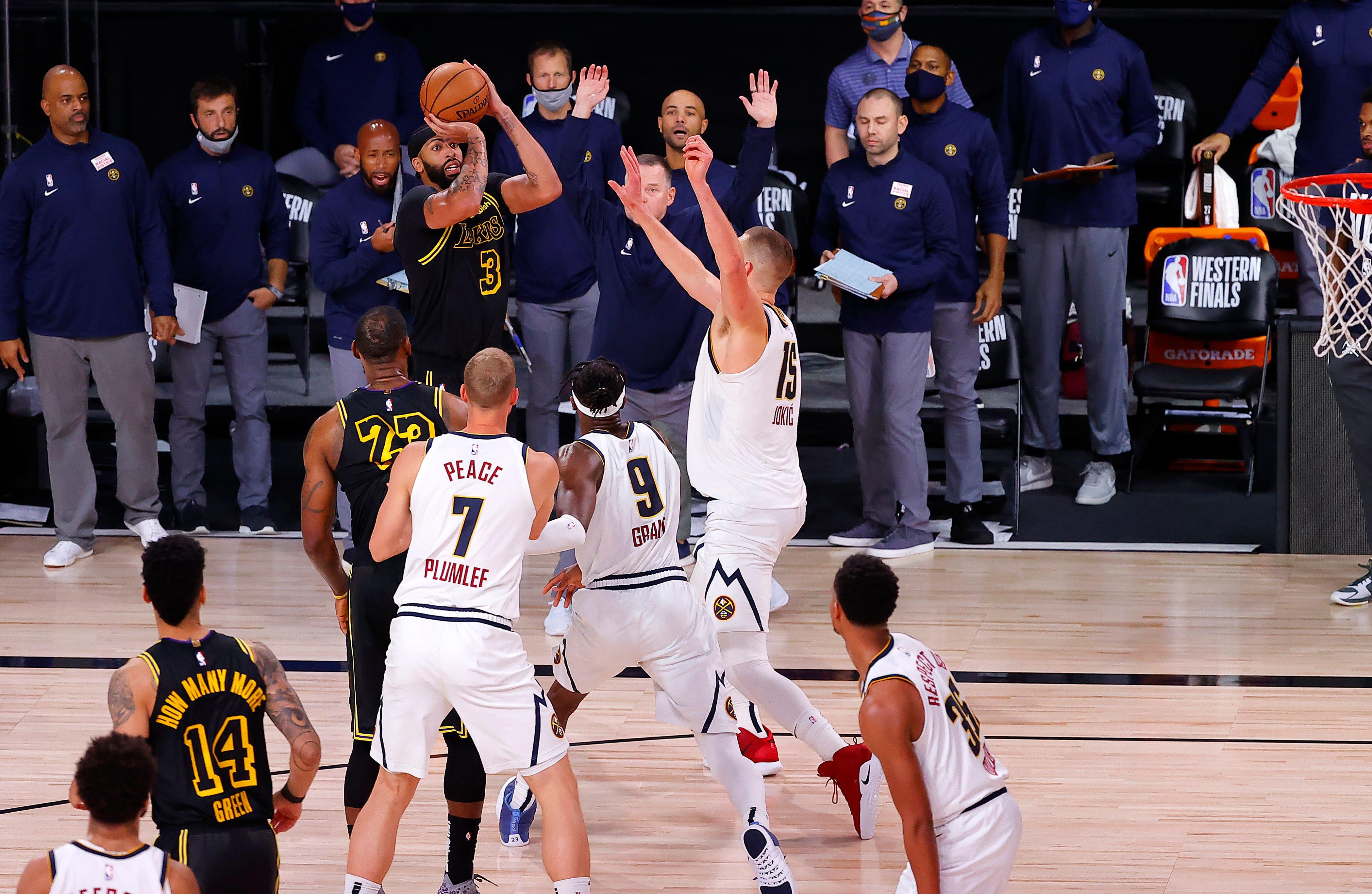 【影片】劃戰術+請求發球!Rondo還在比賽中鼓勵一眉絕殺:你眼睜睜看著Jokic在你頭上得分,然後不還擊?-黑特籃球-NBA新聞影音圖片分享社區