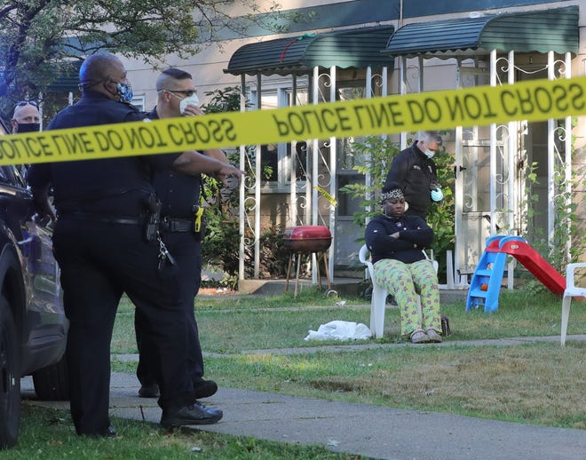 Officers responded to an apartment in the 700 block of Alicia Walk off Inman Street about 7:30 a.m. after receiving a call about a man who had been shot on Tuesday, Sept. 22, 2020  in Akron, Ohio.  [Phil Masturzo/ Beacon Journal]