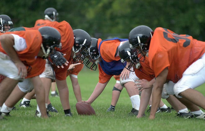 Members of the Delaware High School football team line up for a snap as they rehearse their plays, during their morning practice, at Delaware High School, Monday, 8-14-2000. . (JEFF COPE/ For the Dispatch)