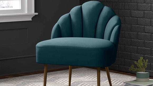 A tufted velvet chair in a gorgeous teal hue? It's a no-brainer.