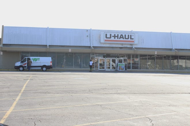 U-Haul in Tallmadge offers a store with supplies and rentals of trucks, trailers and dollies.