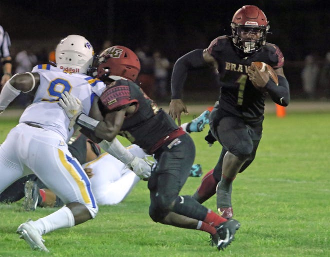 Lake Gibson running back Jaylon Glover finished with 302 yards of total offense in the Braves' 34-6 victory over Auburndale.