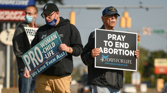 The 40 Days for Life Canton campaign began another prayer vigil Wednesday outside Canton's Planned Parenthood location.
