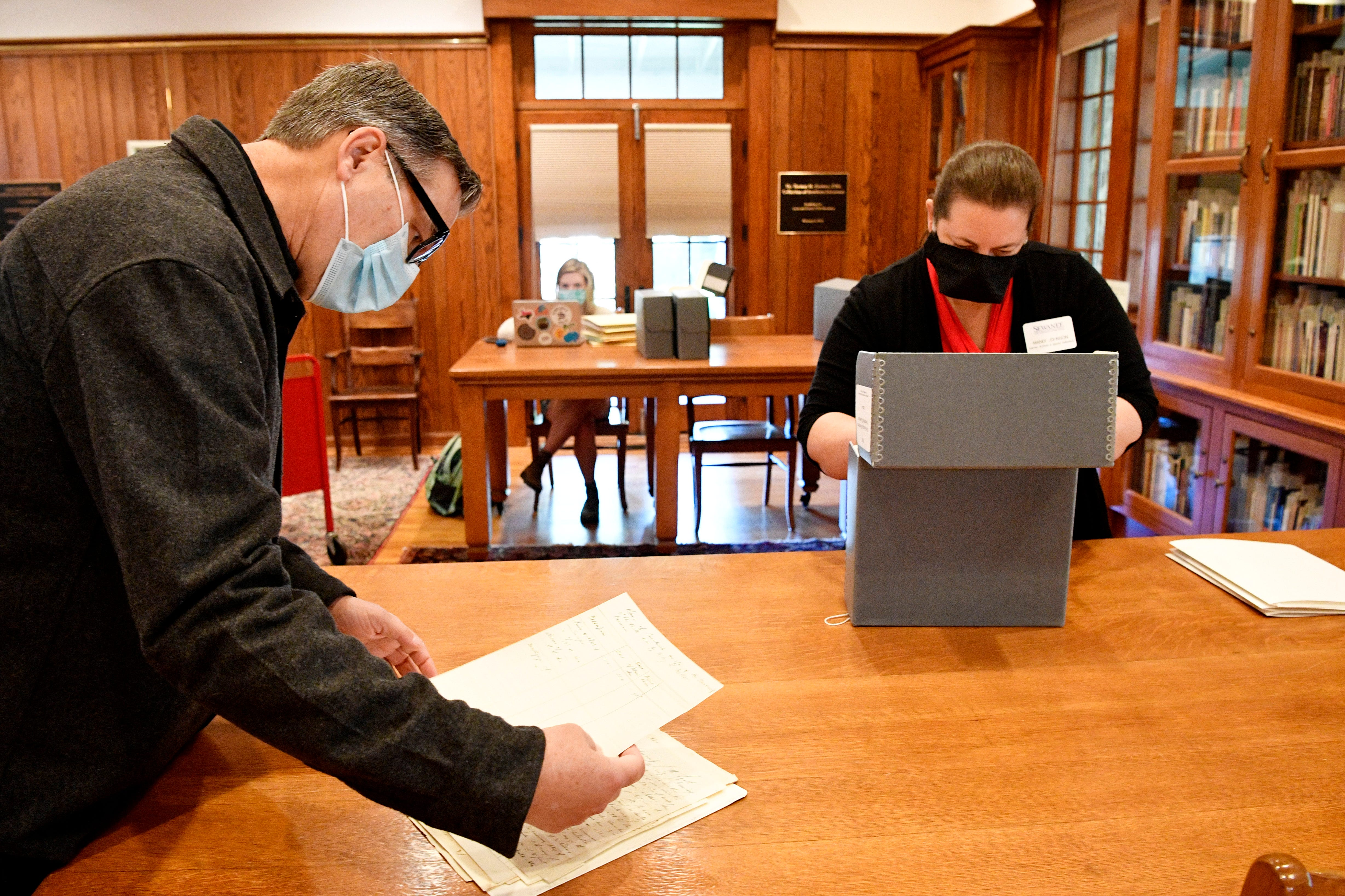 Sewanee History Professor Woody Register is leading the Roberson Project, which is examining The University of the South's ties to the Confederacy in Sewanee, Tenn. Tuesday, Sept. 22, 2020. Here he gets help from Director of the Archives Mindi Johnson.