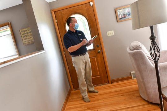 Jason Tangen of Shrewd Real Estate talks with a homeowner during a listing appointment Tuesday, Sept. 22. 2020, in St. Cloud.