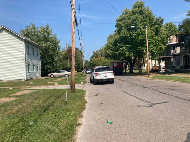Zanesville police arrested a man wanted on a felony warrant Wednesday at an apartment building on Woodlawn Avenue.