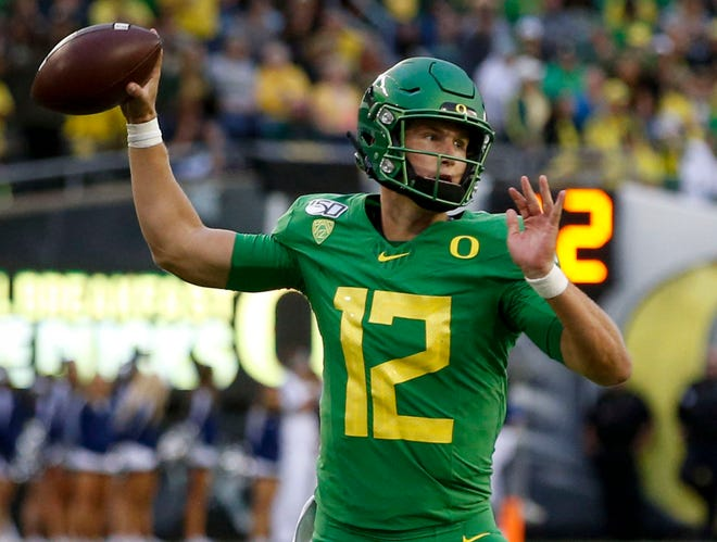 Tyler Shough is the favorite to replace Justin Herbert as Oregon's quarterback starter in 2020.