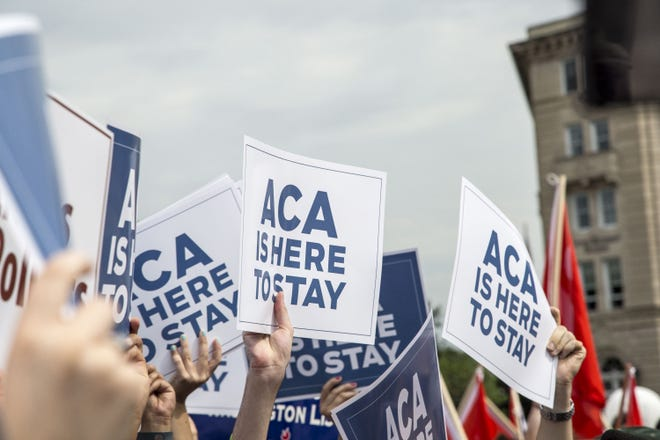 Supporters of the Affordable Care Act rally at the U.S. Supreme Court on June 25, 2015, in Washington, D.C. (Bill Putnam/Zuma Press/TNS)