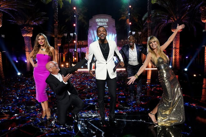 'America's Got Talent' champ Brandon Leake, center, takes time for a post-victory pose Wednesday with, from left, judges Sofia Vergara and Howie Mandel, host Terry Crews and judge Heidi Klum.