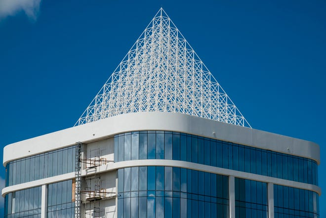 A pyramid weighing approximately 42,000 pounds on the top of one of the two Divosta Towers under construction on Alternate A1A north of PGA Boulevard in Palm Beach Gardens on Aug. 15, 2018. DiVosta Towers just sold for $80 million to Gatsby Enterprises of New York (Richard Graulich / The Palm Beach Post)
