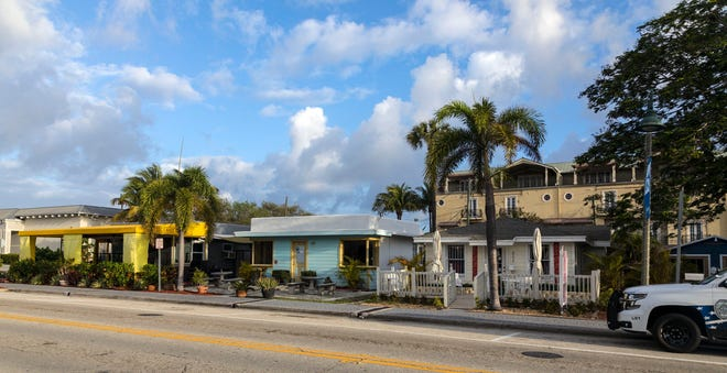 A small shopping area on the north side of East Ocean Avenue in Lantana between N. Oak Street and N. Lake Drive, Wednesday, March 11, 2020.     [LANNIS WATERS/palmbeachpost.com]