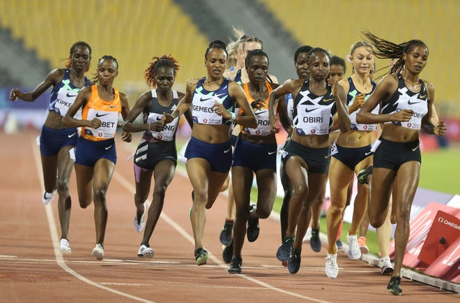 Former Oregon star Jessica Hull (second from right) keeps pace with the leaders on Friday during her record-setting performance in the 3,000 meters at the Diamond League meet in Doha, Qatar