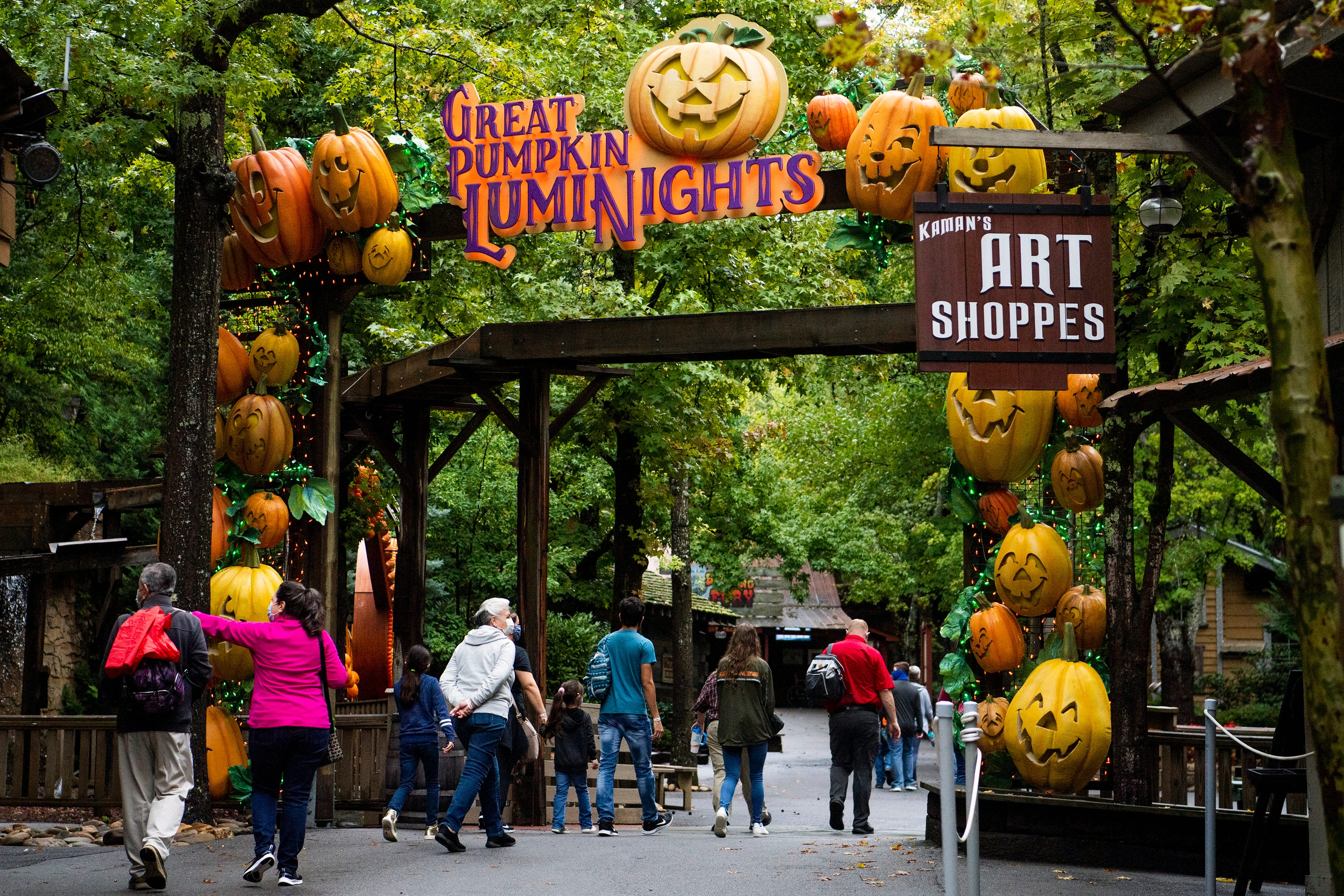 'Spooky, but not scary': Dolly Parton's Dollywood theme park embraces fall