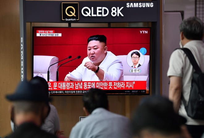 People watch a television news broadcast showing file footage of North Korean leader Kim Jong Un, at a railway station in Seoul on September 25, 2020.