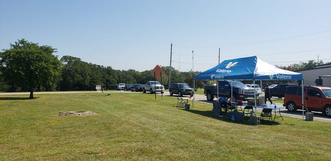 Cars line up at Regional Park to drive through the Valero BBQ Showdown on Saturday. The event saw around 500 vehicles both Friday evening and Saturday.