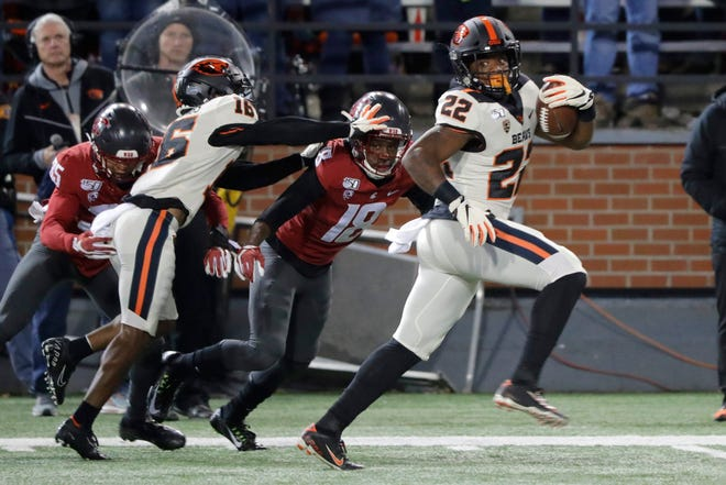 Oregon State running back Jermar Jefferson (22) breaks away from Washington State cornerback George Hicks (18) for a first-half touchdown run in last year's game in Pullman, Wash.