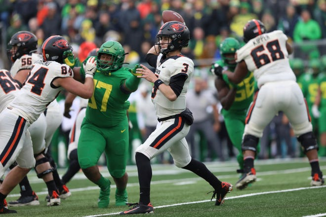 Oregon State quarterback Tristan Gebbia throws a pass during the first half of last year's 24-10 loss to Oregon at Autzen Stadium.