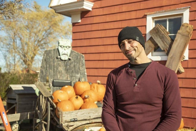 """Westerville resident David Smith is among seven pumpkin carvers taking on challenges on the Food Network's """"Outrageous Pumpkins"""" series."""