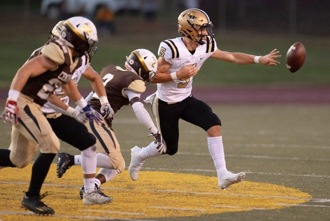 Jasper quarterback Blake Mann (5) makes a pitchout in the Wildcats' 24-17 loss to Central in an SIAC showdown last Friday.