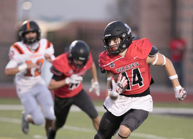 Caleb Wardlow of Pinckney had five catches for 123 yards and a touchdown in a 51-34 victory over Tecumseh on Friday, Sept. 25, 2020.