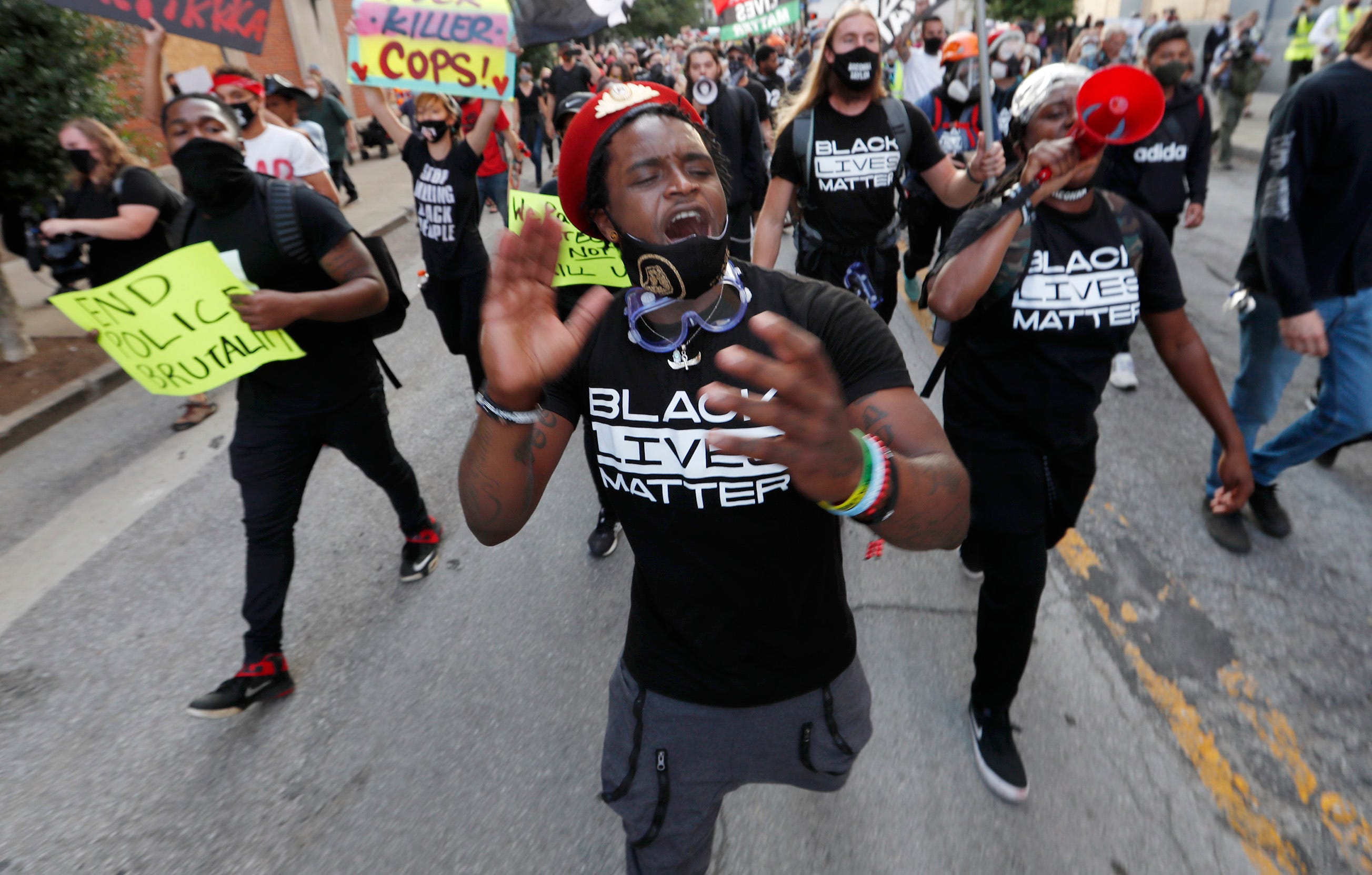 Breonna Taylor protests: Hundreds disperse in Louisville after curfew, car burned; 2 injured in Calif. protest