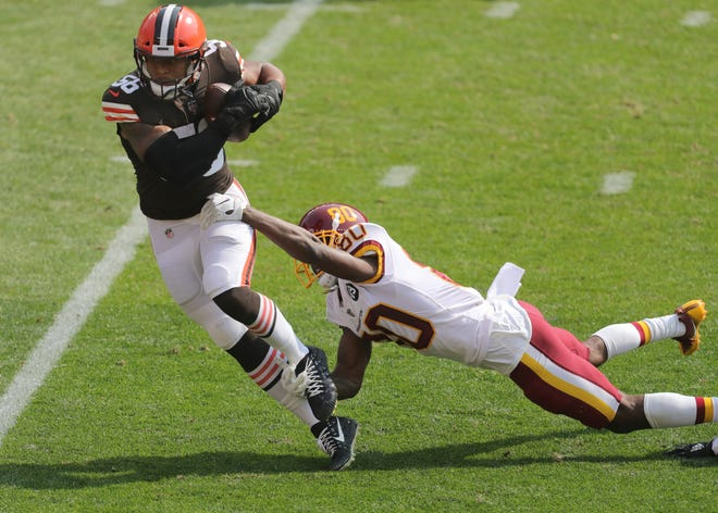 Cleveland Browns' Malcolm Smith is chased down by Washington's Dontrelle Inman after a fourth quarter interception on Sunday, Sept. 27, 2020 in Cleveland, Ohio at FirstEnergy Stadium. The Browns won the game 34-20. [Phil Masturzo/ Beacon Journal]