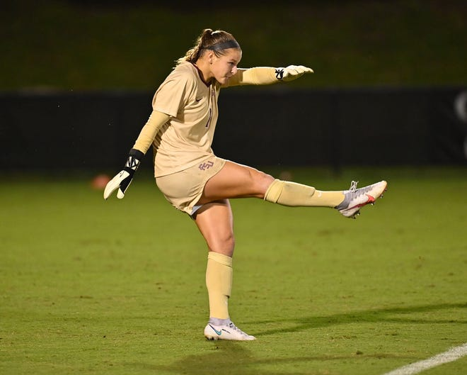 Freshman Christina Roque has yet to concede a goal during her short FSU career. (Photo: FSU Athletics)