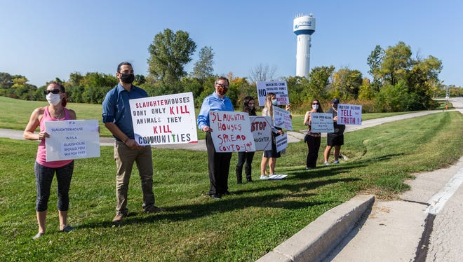 City of Franklin residents demonstrate along West Drexel Ave. against the Strauss Brands' proposed slaughterhouse expansion on Friday, September 25, 2020.