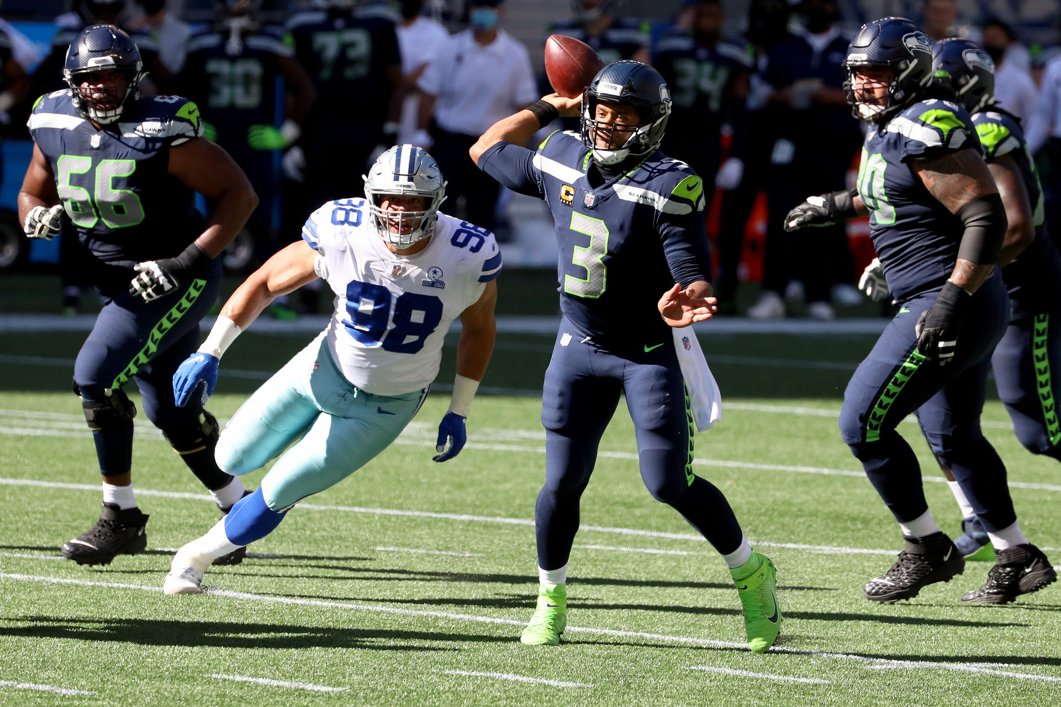 Russell Wilson stays hot as Seahawks stave off Cowboys' latest comeback bid
