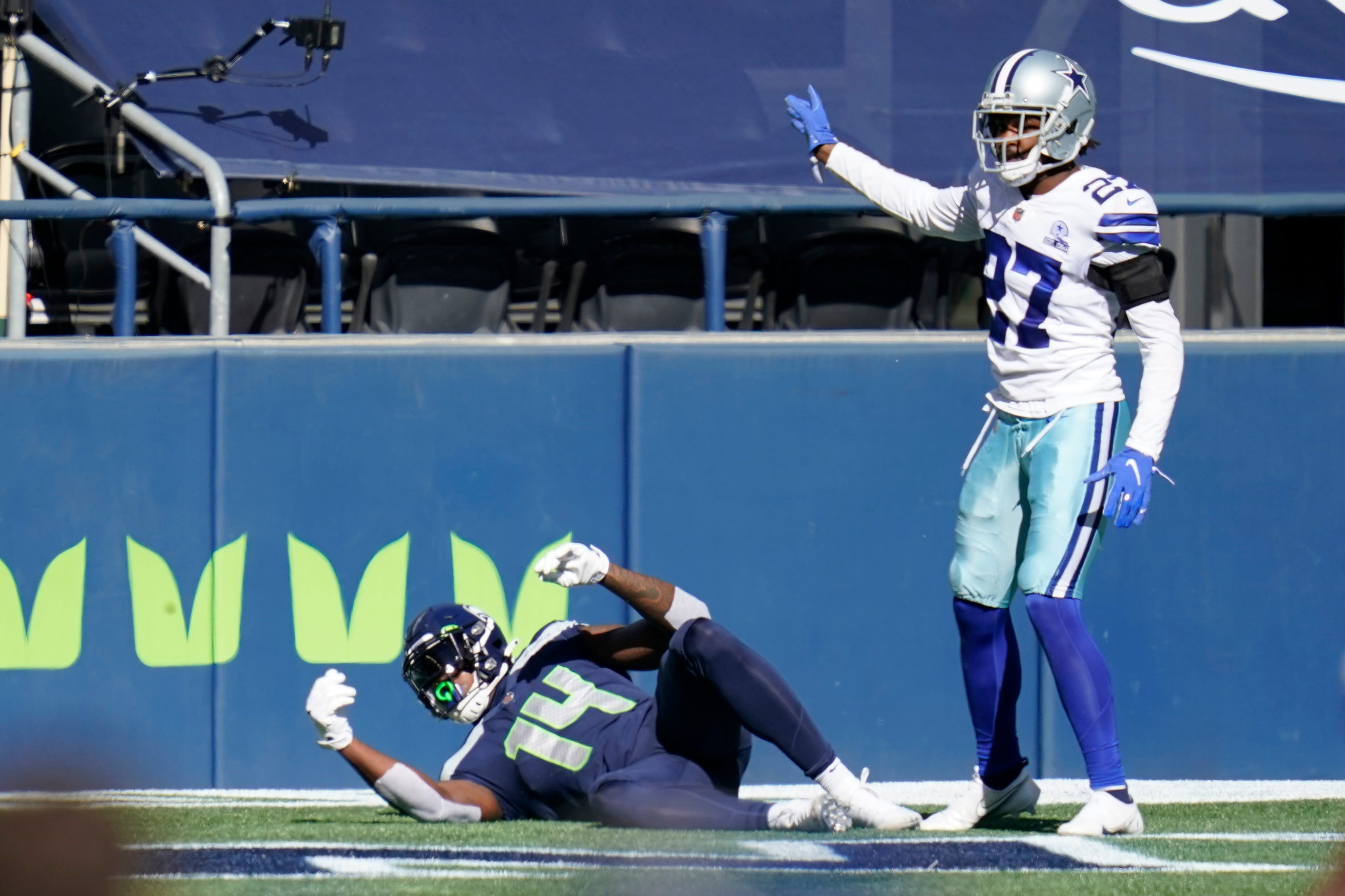 Seahawks WR DK Metcalf loses easy touchdown, fumbles vs. Cowboys after easing up on catch