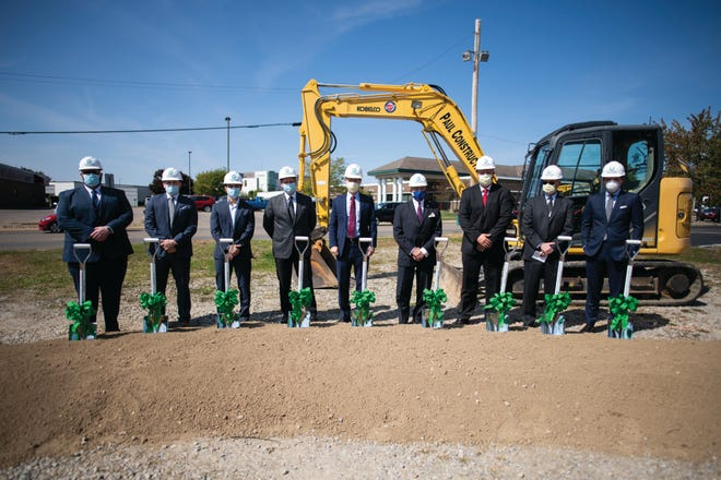 Participating in the Genesis Orthopedic Center groundbreaking were (left to right): Matthew Langford, M.D.; Brenton Bohlig, M.D.; Thai Trinh, M.D.; Pat Nash, chair of the Genesis Board of Trustees; Matthew Perry, Genesis president and CEO; Don Mason, mayor of Zanesville; Corey Jackson, D.O.; Clayton Gibson, M.D.; and Matthew Craig, M.D.
