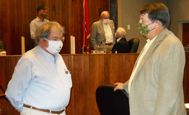Robert Kennedy, left, talks to Oak Ridge City Manager Mark Watson, right, after City Council's latest work session. Kennedy is the chairman of Oak Ridge Environmental Quality Advisory Board, scheduled to meet Thursday.