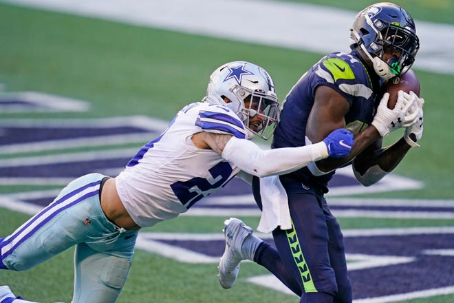Seattle Seahawks wide receiver DK Metcalf, right, catches a pass for a touchdown ahead of Dallas Cowboys strong safety Darian Thompson, let, during the second half of an NFL football game, Sunday, Sept. 27, 2020, in Seattle. (AP Photo/Elaine Thompson)