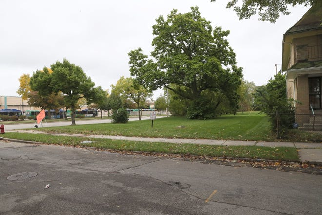 An urban garden and community education center is planned for a vacant lot south of West Walnut Street and east of North 15th Street.