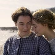 Kate Winslet (l) and Saoirse Ronan in Ammonite